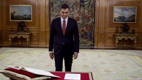 Nový španělský premiér Pedro Sánchez během ceremoniálu skládání přísahy.