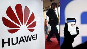 Americká internetová společnost Facebook potvrdila, že sdílela data uživatelů své sociální sítě s několika čínskými výrobci chytrých telefonů, včetně společnosti Huawei. Tu představitelé amerických zpravodajských služeb označili za hrozbu pro národní bezpečnost (6. 6. 2018).