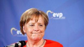 Angela Merkelová vystoupila na konferenci Evropské lidové strany v Mnichově. Na snímkus e šéfem frakce Manfredem Weberem. (6.6.2018)