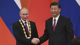 Ruský prezident Vladimir Putin se v Pekingu sešel se svým čínským protějškem Si Ťin-pchingem, jednali o vzájemné spolupráci.