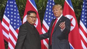 Donald Trump a Kim Čong-un se sešli v Singapuru na historickém summitu (12. 6. 2018). Teď se chystá další schůzka.