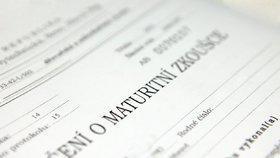 Při prověřování stížností na průběh zkoušky si ministerstvo školství neopatřuje vyjádření přítomných maturantů.