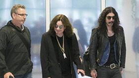 Ozzy Osbourne na letišti v Praze