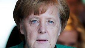 Šéfka poslanců Levice Sahra Wagenknechtová vyzvala Merkelovou, aby současnou koalici ukončila.