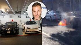 Elektromobil značky Tesla známého režiséra začal zničehonic hořet. Automobilka: Velmi neobvyklý problém