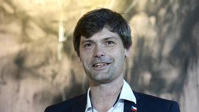 Neúspěšný prezidentských kandidát a lékař Marek Hilšer oznámil, že do senátních voleb bude kandidovat za své vlastní hnutí (19.6 2018)