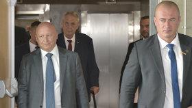 Generální ředitel ČEZ Daniel Beneš s prezidentem Zemanem v elektrárně Ledvice u Bíliny