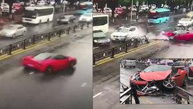 Řidička v Číně havarovala s luxusním ferrari jen pár sekund poté, co usedla za volant.