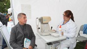 Andrej Babiš si na Dni zdraví nechal změřit zrak i tlak