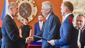 Zleva premiér Andrej Babiš, prezident Miloš Zeman a hradní protokolář Vladimír Kruliš