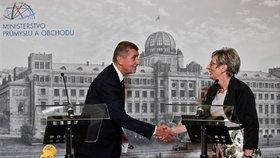 Premiér Andrej Babiš uvedl do úřadu novou ministryni průmyslu a obchodu Martu Novákovou. Dosavadní prezidentka Svazu obchodu a cestovního ruchu byla dosud také viceprezidentkou Hospodářské komory