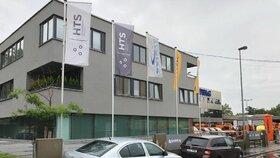 Několik kriminalistů také zasahuje ve firmě HTS v Praze 10.
