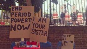 Británie se potýká s menstruační chudobou, hygienické produkty vyjdou ženy i na 15 tisíc korun ročně.