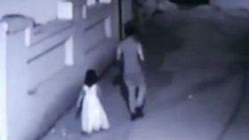 6letou holčičku odvedl pravděpodobný pachatel přímo ze svatby, na které obsluhoval hosty