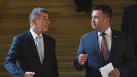 Premiér Andrej Babiš (ANO, vlevo) a vicepremiér Jan Hamáček (ČSSD)