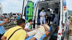 Po neštěstí turistické lodi v Thajsku zůstalo nejméně 27 mrtvých (6. 7. 2018)