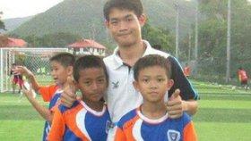 Kouč mladých thajských fotbalistů