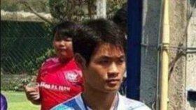 Trenér 12 chlapců uvězněných v jeskyni Ekkapol Čantawong