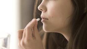 Stále více infekcí odolává i těm nejsilnějším antibiotikům. Ročně zabijí až 33 000 Evropanů.