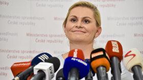 Taťána Malá při tiskovce na ministerstvu spravedlnosti. V tu chvíli se ještě hájila a odstoupit nechtěla (9.7.2018)
