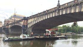 Odborníci prozkoumávali most Legií, několikrát tu proto dojde k omezení dopravy.