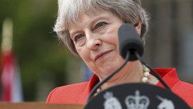 Zhruba 50 britských poslanců, kteří podporují odchod své země z Evropské unie, se podle stanice BBC v úterý radilo, jak a kdy by mohli dostat Theresu Mayovou z křesla premiérky.