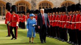 Britská královna Alžběta II. se setkala s americkým prezidentským párem