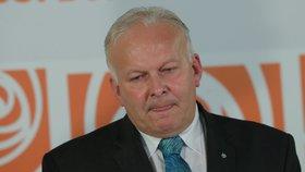 Petr Krčál (ČSSD) jako ministr práce skončil. Šéf ČSSD Jan Hamáček ho doprovodil na poslední tiskovce (17. 7. 2018).