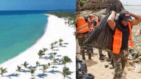 Pláž v Santo Domingu zaplavily tuny plastového odpadu.