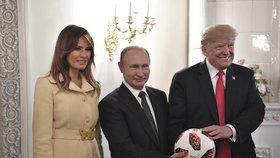 Donald a Melania Trumpovi s Vladimirem Putinem