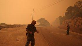 V okolí Atén zuří lesní požáry.