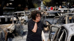 Počet obětí požáru východně od Atén stoupl na 79, informoval řecký hasičský sbor. Raněno bylo nejméně 187 lidí