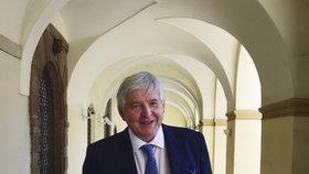 Nynější guvernér České národní banky a bývalý ministr financí a ministr průmyslu a obchodu Jiří Rusnok.