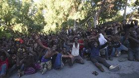 Migrantům se podařilo překonat na severu Afriky ploty oddělující Maroko a španělskou enklávu Ceuta už před měsícem.