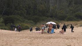 Migranti se vylodili na jihošpanělské pláži. Slunili se zde i nudisté