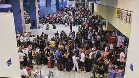 Na letišti na Rhodosu muselo dlouhé hodiny čekat i mnoho Čechů