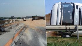 Havárie kamionu s kukuřicí na dálnici D1