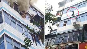 Matka v Číně vyhodila z okna dvě malé děti. Sama zemřela poté, co se nadýchala dýmu.
