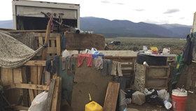 Policie osvobodila 11 dětí z rukou ozbrojenců v Novém Mexiku.