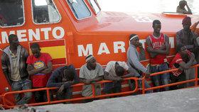 Migranti, kteří z Afriky doputovali ke břehům Španělska