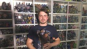 Jaroslav (31) z Prahy sbírá figurky z fantasy a sci-fi světa. Má jich více než 1000.