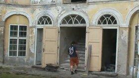 Takhle vypadal zámek v Osečanech před zhruba 10 lety.