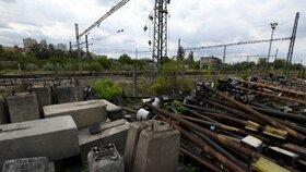 Česko bude v letech 2019 až 2025 čerpat na modernizaci železnic úvěr 11,5 miliardy korun od Evropské investiční banky (EIB). Na středečním jednání to schválila vláda, informoval premiér Andrej Babiš (ANO). Peníze chce stát investovat do rozšíření osmi úseků železničních koridorů.