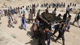 Při sebevražedném útoku v Kábulu ve středu zahynulo 48 lidí, dalších 67 jich utrpělo zranění, oznámilo afghánské ministerstvo zdravotnictví. K atentátu se zatím nikdo nepřihlásil. Předchozí podobné útoky ale měli na svědomí převážně teroristé z organizace Islámský stát (IS), uvedla agentura Reuters