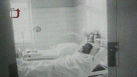 Jan Palach na lůžku v nemocnici na Vinohradech