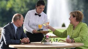 Angela Merkelová přijala Vladimira Putina na zámku Meseberg (18.8.2018)
