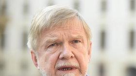 Prezident Miloš Zeman v úterý na Pražském hradě jmenoval předsedou Nejvyššího správního soudu (NSS) sedmašedesátiletého Michala Mazance.