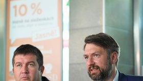 Jakub Landovský (vpravo), syn známého herce, po boku šéfa ČSSD Jana Hamáčka. Landovský je lídrem strany pro komunální volby v Praze.