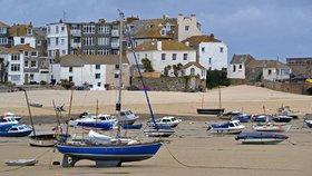 Krádež kamínků z pláže v anglickém hrabství Cornwell se muži nevyplatila.