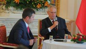 Prezident Miloš Zeman (vpravo) a vicepremiér Jan Hamáček (ČSSD) na poradě s velvyslanci (29. 8. 2018)